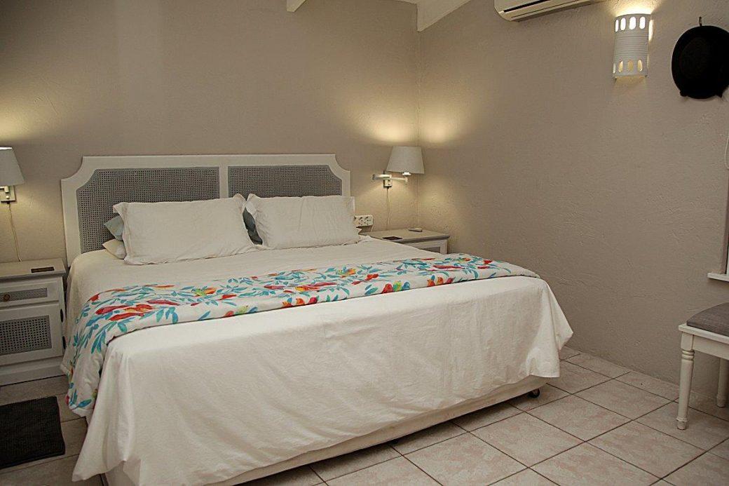 21 Main Bedroom 01