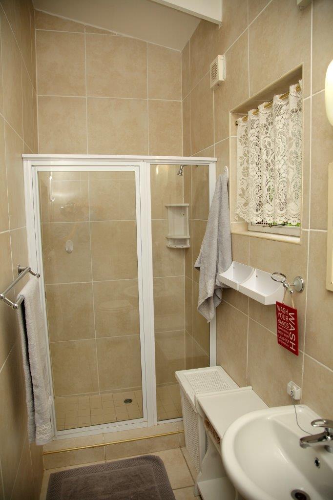 28 Shower Bathroom 01